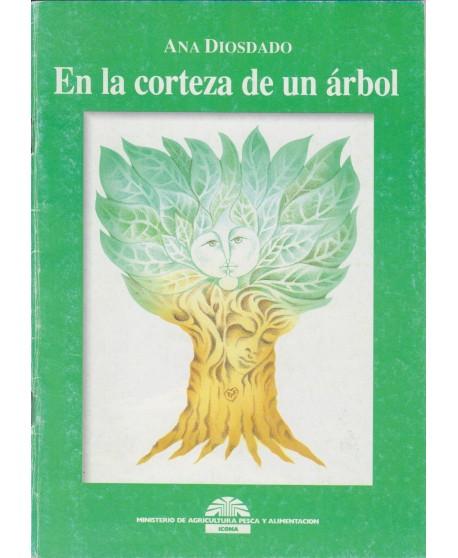 En la corteza de un árbol
